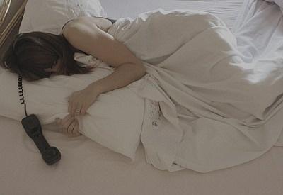 여자혼자침대3cVS2AK.jpg